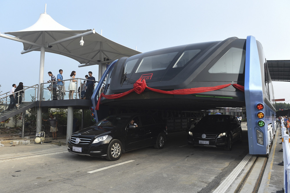 Amazing Traffic-swallowing TEB-1 Bus Debuts in China