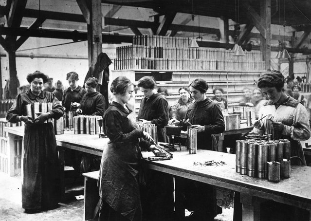 Women munitions workers in Paris, 1916. (Photo by Topical Press Agency)
