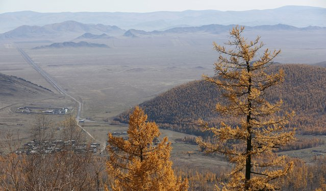 """A general view from the slope of the Sayan mountains shows the """"Yenisei"""" M54 highway at an administrative border of Krasnoyarsk and Tuva regions, Southern Siberia, Russia, October 11, 2015. (Photo by Ilya Naymushin/Reuters)"""