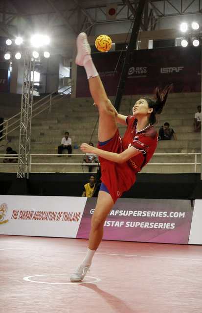 Sepak Takraw, ISTAF Super Series Finals Thailand 2014/2015, Nakhon Pathom Municipal Gymnasium, Huyjorake Maung, Nakonprathom, Thailand on October 20, 2015: Thailand's Nipaporn Salupphon in action during their group stage match against Malaysia. (Photo by Asia Sports Ventures/Action Images via Reuters)