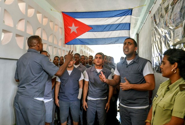 Inmates at the maximum security Combinado del Este prison sing in a chorus as part of their reeducation programme, in Havana, on April 9, 2013. Cuban authorities organized a visit for the international media – the only one in the last nine years – to the biggest prison in Cuba, to show the press the prison population's health and education condition. (Photo by Adalberto Roque/AFP Photo)
