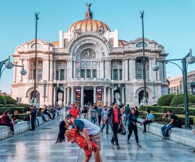 Husband and wife Rob 34 and Joli Switzer 33 from Maryland,  do their DipKiss pose at the Fine Arts Palace in Mexico City. (Photo by Dipkiss Travels/Caters News Agency)