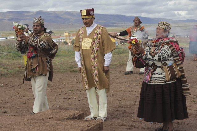 Bolivia's President Evo Morales (2nd L) wears ceremonial clothes as he participates in an Andean ceremony in Tiahuanaco, some 70 km from La Paz, in this January 21, 2015 handout photo provided by the Bolivian Presidency. (Photo by Reuters/ABI/Bolivian Presidency)