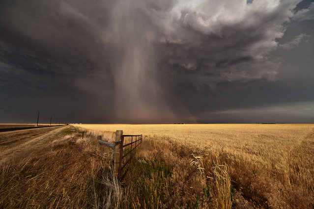 Hail shaft with hailbow in Gurley, Nebraska from 2012. (Photo by Camille Seaman/Caters News)