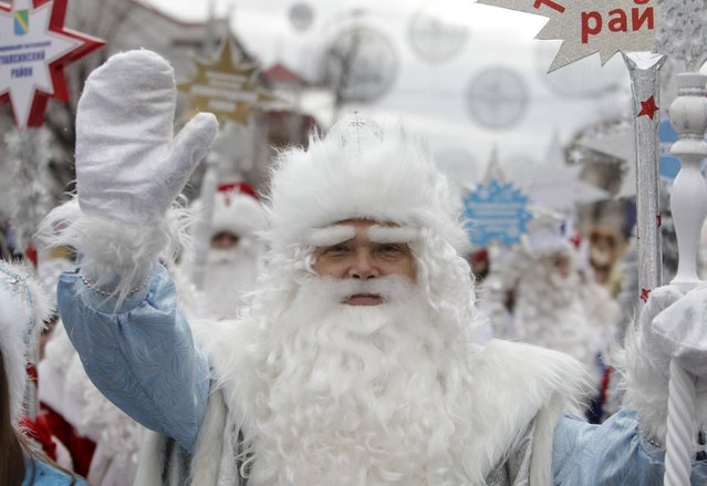 A man, dressed as Ded Moroz, takes part in a festive pre-holiday procession in Krasnodar, southern Russia, December 19, 2015. (Photo by Eduard Korniyenko/Reuters)