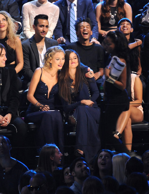 Taylor Swift, center left, and Selena Gomez sit together at the MTV Video Music Awards on Sunday, August 25, 2013, at the Barclays Center in the Brooklyn borough of New York. (Photo by Scott Gries/AP Photo/Invision)