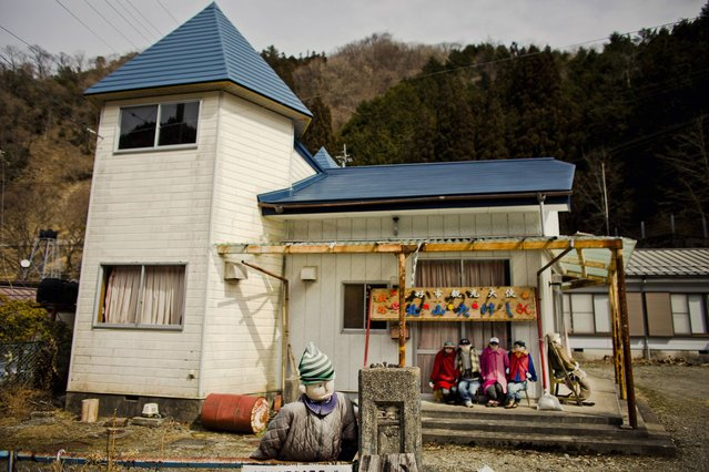 Scarecrows sit in front of a house in the mountain village of Nagoro on Shikoku Island in southern Japan February 24, 2015. (Photo by Thomas Peter/Reuters)