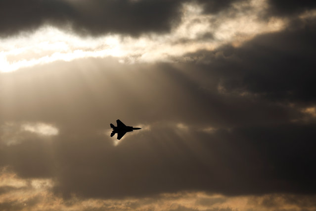 An Israeli Air Force F-15 fighter jet flies during an aerial demonstration at a graduation ceremony for Israeli airforce pilots at the Hatzerim air base in southern Israel December 29, 2016. (Photo by Amir Cohen/Reuters)