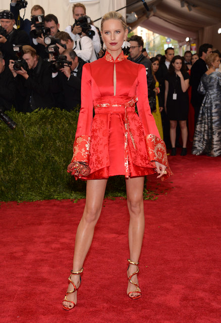 """Karolina Kurkova arrives at The Metropolitan Museum of Art's Costume Institute benefit gala celebrating """"China: Through the Looking Glass"""" on Monday, May 4, 2015, in New York. (Photo by Evan Agostini/Invision/AP Photo)"""