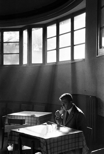 Marcello Mastroianni sips coffee in an undated image. (Photo by Paolo Di Paolo/National Museum of 21st Century Arts)