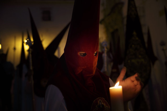 Penitents hold candles as they take part in a Holy Week procession in Jerez de la Frontera, Spain, Monday, March 30, 2015. Hundreds of processions take place throughout Spain during the Easter Holy Week. (Photo by Daniel Ochoa de Olza/AP Photo)