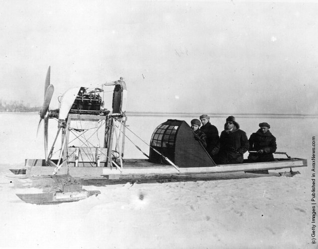 1925: A motor iceboat