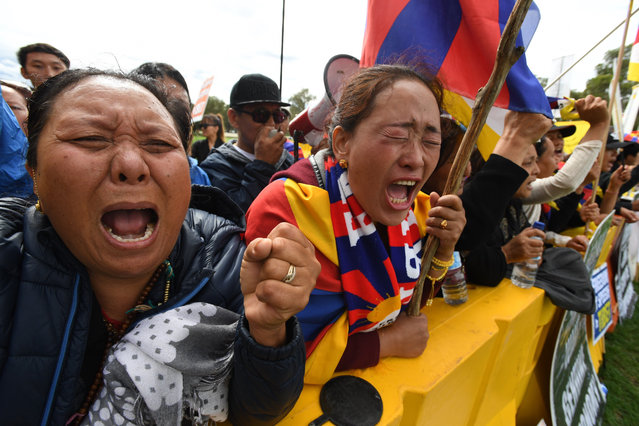 Protesters react during a protest before the arrival of Chinese Premier Li Keqiang to the Parliament House in Canberra, Australia, 23 March 2017. (Photo by Sam Mooy/EPA)