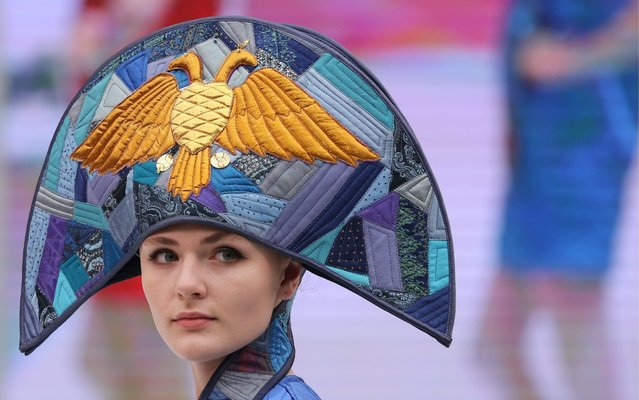 A participant in Chapeau 2019, the 17th international exhibition of headwear, clothing, raw materials, and accessories, at Moscow's Gostiny Dvor Shopping and Exhibition Centre in Moscow, Russia on August 14, 2019. (Photo by Gavriil Grigorov/TASS)