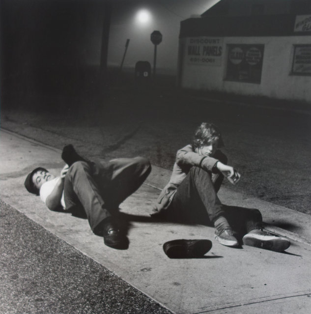 """""""Night Owls"""", 1971. The great photographer Cornell Capa said of Szabo's work: """"His camera is sharp, incisive, and young, matching his subjects. One can use many adjectives: revealing, tender, raucous, s*xy, showy ... in Szabo's hands, the camera is magically there, the light is always available, the moment is perceived, seen and caught"""". (Photo by Joseph Szabo/Courtesy of Michael Hoppen Gallery/The Guardian)"""