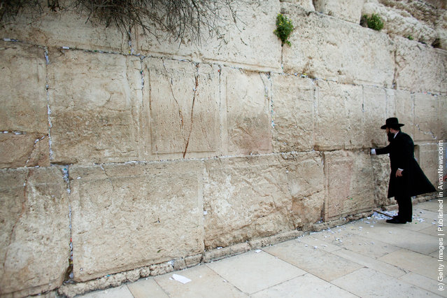 Prayers And Messages To God Are Removed From The Western Wall