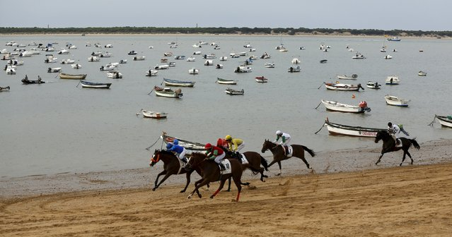 Jockeys ride during a traditional race along the beach of Sanlucar de Barrameda, southern Spain August 12, 2015. (Photo by Marcelo del Pozo/Reuters)