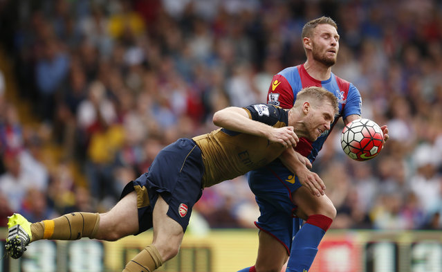 Football, Crystal Palace vs Arsenal, Barclays Premier League, Selhurst Park on August 16, 2015: Arsenal's Per Mertesacker in action with Crystal Palace's Connor Wickham. (Photo by John Sibley/Reuters/Action Images)