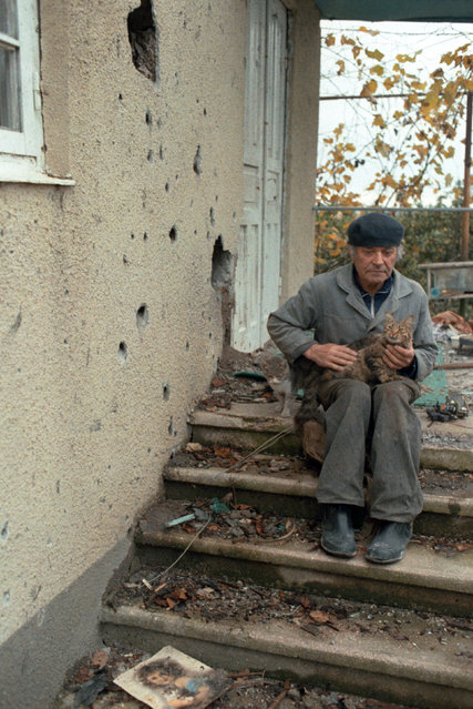 Abkhazia, 1992. During the ceasefire. A man came back home. (Photo by Oleg Vlasov and Sergei Mamontov/ITAR-TASS)