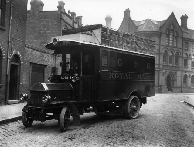 A Royal Mail postal van, England, 2nd April 1912. (Photo by Hulton Archive/Getty Images)