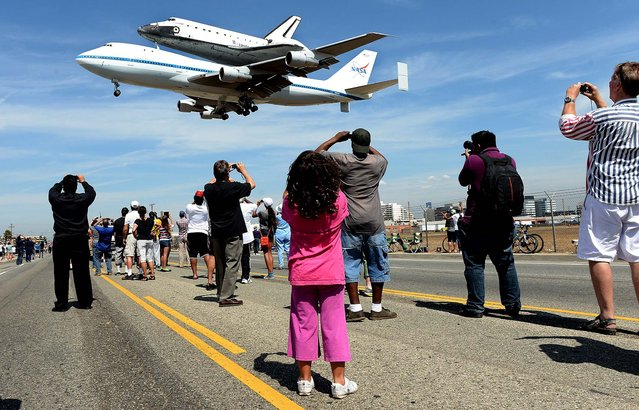 People stand along Aviation Blvd. as the space shuttle Endeavour lands at LAX  in Los Angeles. (Photo by Wally Skalij/Los Angeles Times/MCT)