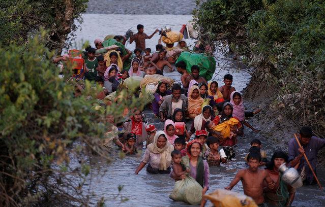 Rohingya refugees cross the Naf River at the Bangladesh-Myanmar border in Palong Khali, near Cox's Bazar, Bangladesh on November 1, 2017. (Photo by Adnan Abidi/Reuters)