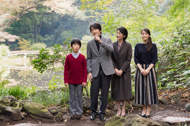 Japan's Prince Akishino (2nd L) and his wife Princess Kiko (2nd R) stroll in the garden for a family photo with their children Prince Hisahito (L) and Princess Mako, at their residence in Akasaka Imperial Grounds in Tokyo, Japan, in this handout photo taken November 4, 2017 and released by the Imperial Household Agency of Japan. Akishino, the second son of Emperor Akihito and Empress Michiko, turned 52-years-old on November 30, 2017. (Photo by Reuters/Imperial Household Agency of Japan)