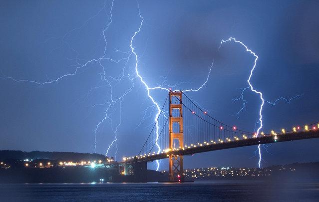 Lightning strikes over the Golden Gate Bridge in San Francisco, California, on September 11, 2017. (Photo by Josh Edelson/AFP Photo)