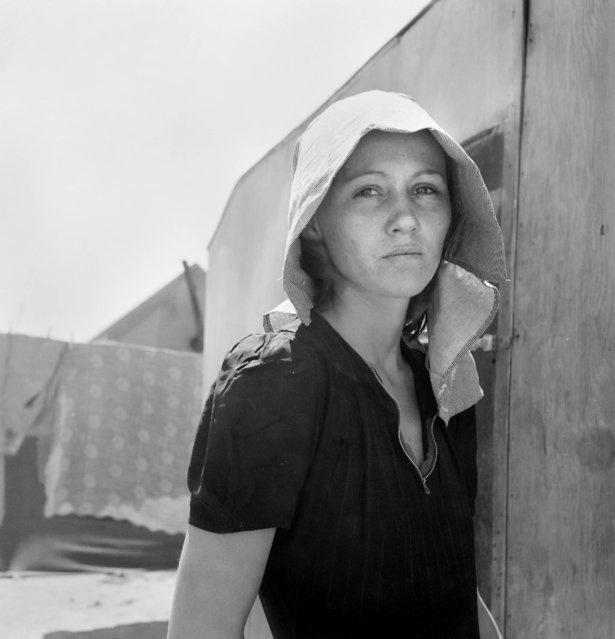 """Young migratory mother, originally from Texas"" Edison, Kern. County, California, April 11, 1940. (Photo by Dorothea Lange)"