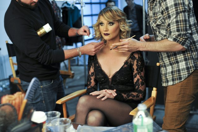"""Jennifer Nettles behind the scenes of her photo shoot for her Broadway debut as Roxie Hart In """"Chicago"""" on December 10, 2014 in New York City. (Photo by Jenny Anderson/Getty Images)"""