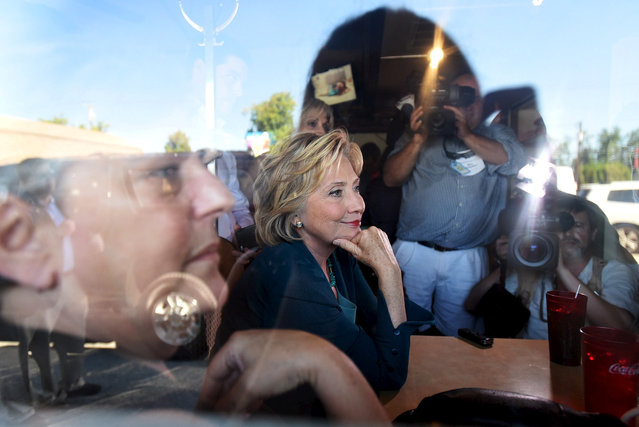 U.S. Democratic presidential candidate Hillary Clinton (C) sits with diners at The Union Diner campaign event in Laconia, New Hampshire, September 17, 2015. (Photo by Faith Ninivaggi/Reuters)