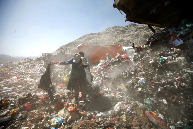 People collect recyclable items at a rubbish dump site on the outskirts of Sanaa, Yemen November 16, 2016. (Photo by Mohamed al-Sayaghi/Reuters)