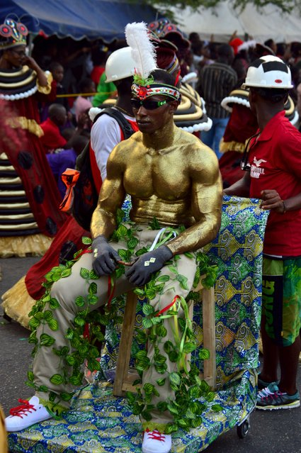 A man with his body painted gold is seen during the annual Calabar cultural festival in Calabar, Nigeria, December 28, 2015. (Photo by Reuters/Stringer)