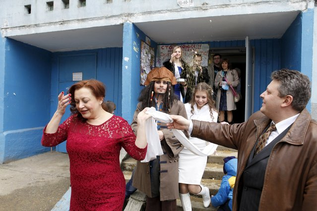 German Yesakov, 25, a cameraman from Russia, dressed as movie character Captain Jack Sparrow, and his bride Anastasiya react during their wedding ceremony in the southern city of Stavropol, Russia, February 5, 2016. (Photo by Eduard Korniyenko/Reuters)