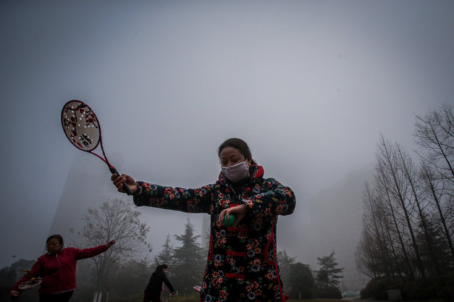 People exercise among heavy smog in Hefei, Anhui province, China, January 3, 2017. (Photo by Reuters/Stringer)