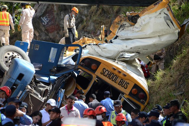 View after a bus and a truck crashed on the road that links the Honduran capital with the south of the country, near Germania, 11 km south of Tegucigalpa on February 5, 2017. (Photo by Orlando Sierra/AFP Photo)