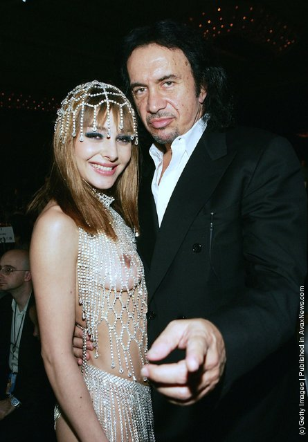 Best New Starlet winner Cytherea poses with rocker Gene Simmons of the band KISS