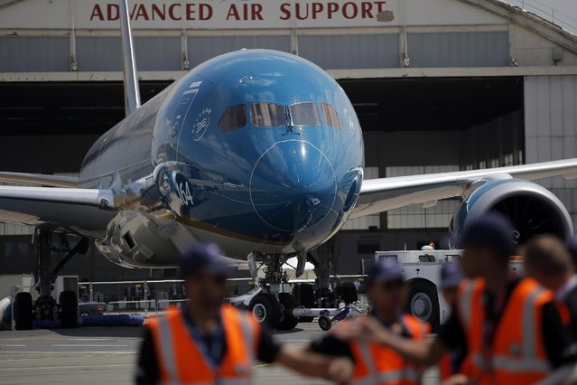 A Boeing 787 Dreamliner is pulled on the tarmac for its demonstration flight of the Paris Air Show, in Le Bourget airport, north of Paris, Tuesday, June 16, 2015. Some 300,000 aviation professionals and spectators are expected at this week's Paris Air Show, coming from around the world to make business deals and see dramatic displays of aeronautic prowess and the latest air and space technology. (AP Photo/Francois Mori)
