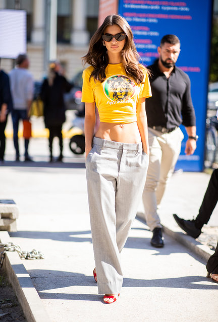 Emily Ratajkowski is seen outside Paco Rabanne during Paris Fashion Week Womenswear Spring/Summer 2019 on September 27, 2018 in Paris, France. (Photo by Christian Vierig/Getty Images)