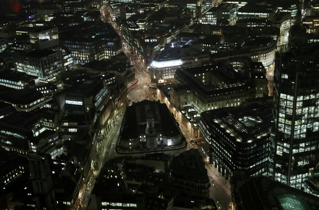 A general view of Threadneedle Street and the Bank of England in the City of London at night November 14, 2016. (Photo by Kevin Coombs/Reuters)