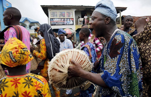 An entertainer performs during the traditional town cleansing procession at the start of the annual Osun festival in Osogbo in Nigeria's southwest, August 10, 2015. (Photo by Akintunde Akinleye/Reuters)