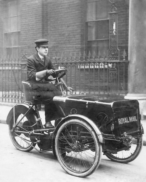 "Motorized mail, an early post van of the London General Post Office, Royal Mail Distribution: F. Wethermann – undated, probably 1903. Published by ""Berliner Illustrirte Zeitung"" 14/1903. (Photo by Ullstein Bild via Getty Images)"