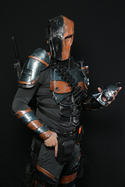 Comic Con attendee Dhareza Maramas poses as Deathstroke during the 2014 New York Comic Con at Jacob Javitz Center on October 9, 2014 in New York City. (Photo by Neilson Barnard/Getty Images)