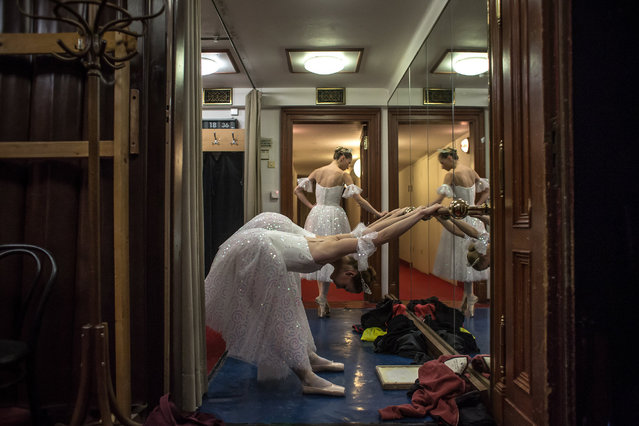 "Dancers of the Czech National Ballet warm up backstage during a performance of ""The Nutcracker – A Christmas Carol"" at the National Theatre in Prague, Czech Republic, late 16 December 2017. (Photo by Martin Divisek/EPA/EFE)"