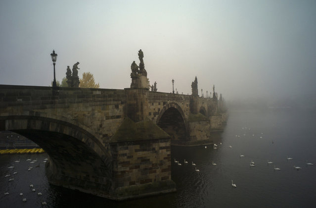 The Charles Bridge is pictured on a foggy morning on October 17, 2016 in Prague, Czech republic. (Photo by Michal Cizek/AFP Photo)