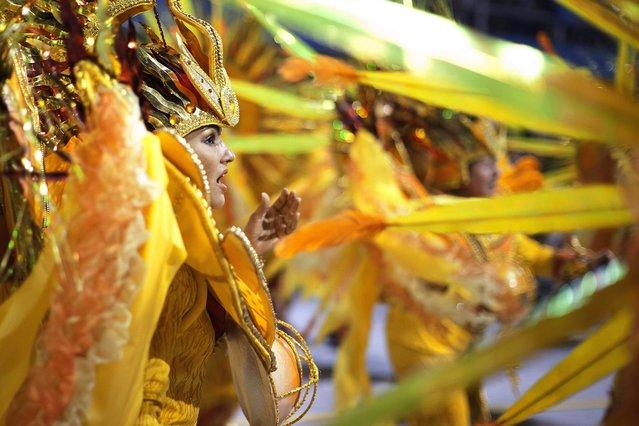 "Members of the samba school Vai-Vai special group take part in a carnival parade at the ""sambodromo"" of Anhembi in Sao Paulo, Brazil, early 09 February 2013. (Photo by Sebastiao Moreira/EPA)"