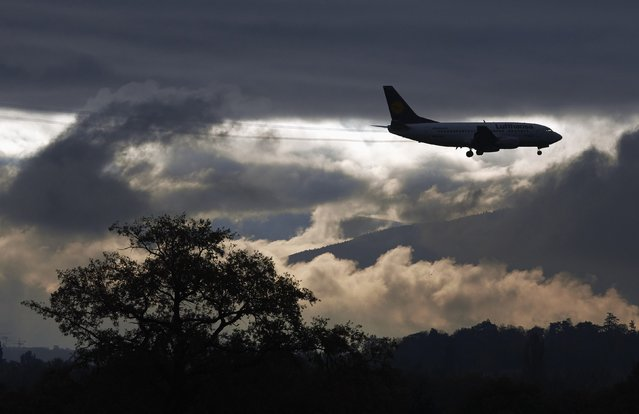 A Lufthansa aircraft is silhouetted as it prepares for landing at Cointrin airport in Geneva November 13, 2014. (Photo by Denis Balibouse/Reuters)