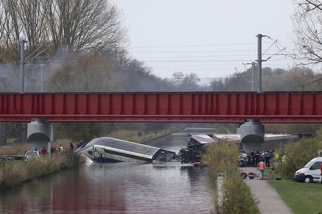 General view shows rescue workers who work around the wreckage of a test TGV train that derailed and crashed in a canal outside Eckwersheim, near Strasbourg, eastern France, November 14, 2015. (Photo by Jean-Marc Loos/Reuters)