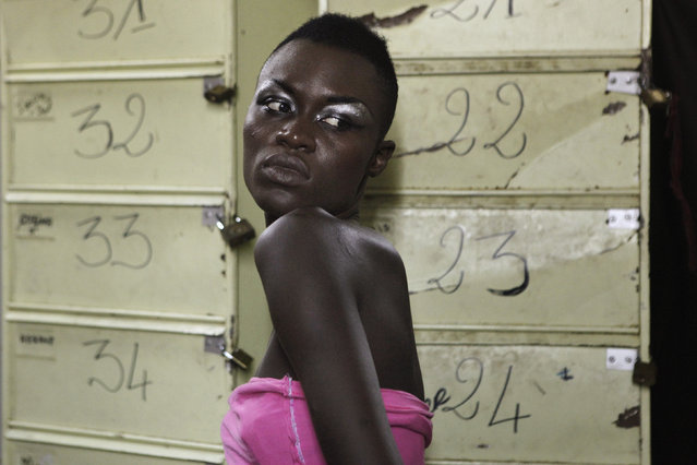 A model waits backstage during Dakar Fashion Week July 15, 2010. Picture taken July 15, 2010. (Photo by Finbarr O'Reilly/Reuters)