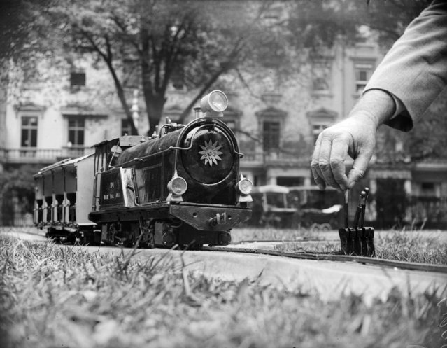 A miniature monorail engine built by C Skelton for rural transport. 24th August 1932. (Photo by Fox Photos/Getty Images)